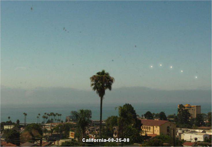 3 boules de lumiére en pleins jours. California082508-6d0e14